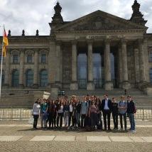 Unsere Gruppe vor dem Reichstagsgebäude...